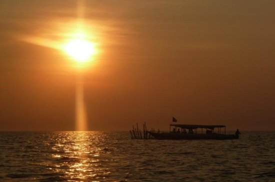 4-Hour Tonle Sap Sunset Dinner Cruise...