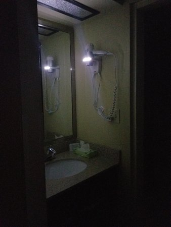 Clarion Hotel Conference Center South: Nifty! The hair dryer has a night light. Modern and convenient.