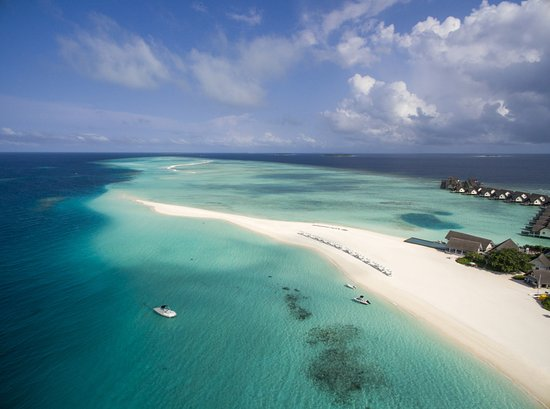 Landaagiraavaru Island: Aerial View of Four Seasons Landaa Giraavaru
