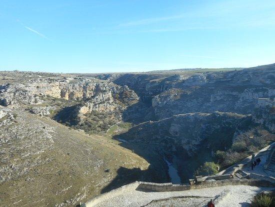 Le grotte e il fiume picture of sassi di matera matera for Sassi di fiume