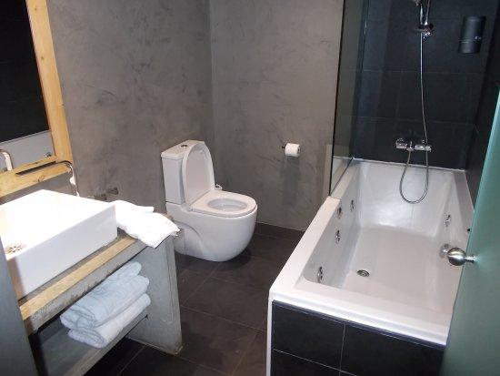 Hotel Zenit Abeba: Baño