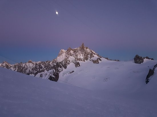 Vallée blanche de nuit.