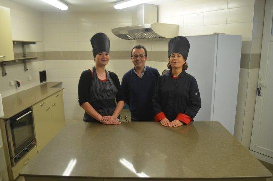 Le Longchamp Bar Brasserie et chambres d'hôtes: L'équipe de la Brasserie Le Longchamp , en cuisine
