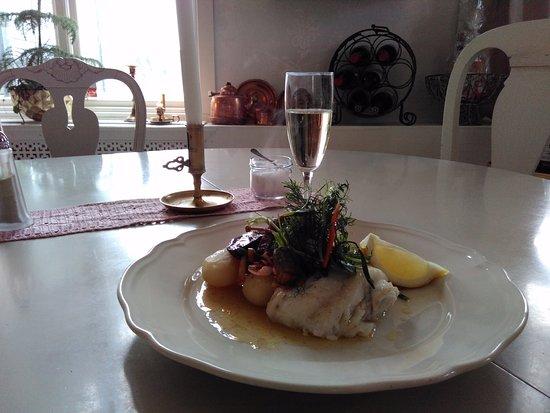 Odsmal, Suecia: Fredagsmys; ett glas vin/bubbel/öl, lunch & dessert 170.-. Vi ses!