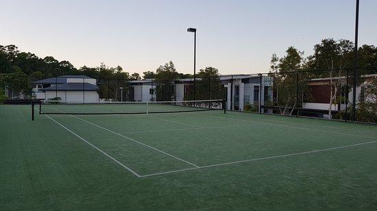 RACV Noosa Resort: tennis court