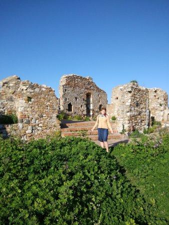 Castelmola, Italy: Среди живописных развалин