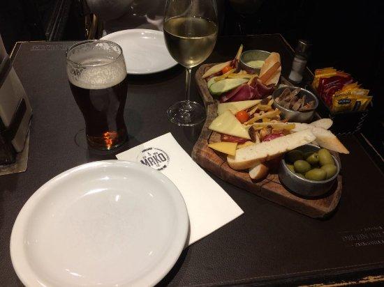 Picada, cerveza artesanal y chardonnay
