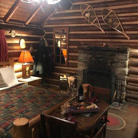 Storm Mountain Lodge & Cabins: photo1.jpg