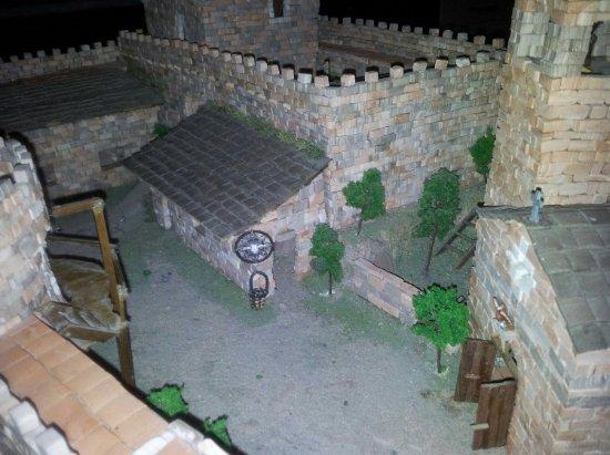 Le Fiamme di Pompei: Castello medievale costruito a mano