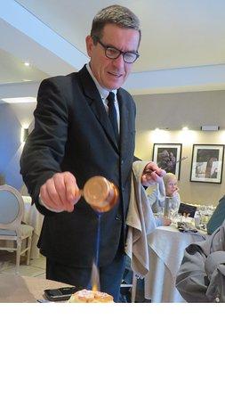 Sorges, France: Préparation du soufflet au grand marnier