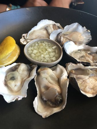 The Little Bistro: Oysters to start