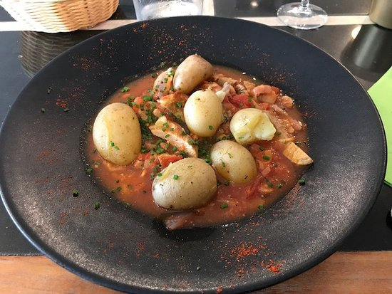 Emincé de porc, pommes de terre de l'ile de Ré sauce tomate