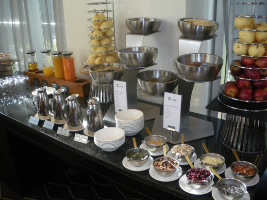 InterContinental Johannesburg OR Tambo Airport: Another part of the breakfast display.