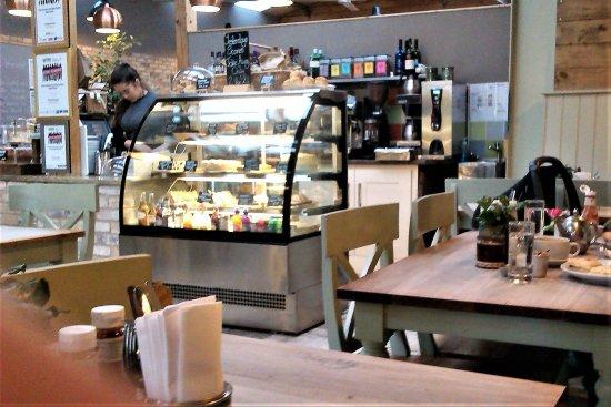 Woodborough, UK: Selection of Cakes & Snacks