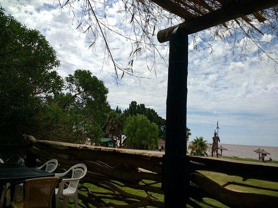 Magdalena, الأرجنتين: Vista desde la terracita de uno de los restaurant