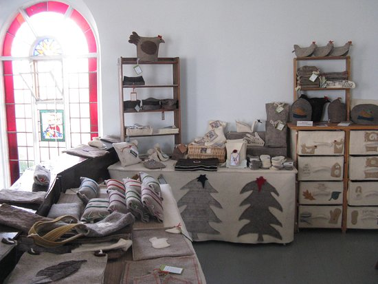 Moretonhampstead, UK: Bellacouche Felt Shop on the upstairs gallery.