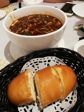 Shanghai Xiao Nan Guo Cuisine: 最有名的是自家醬料