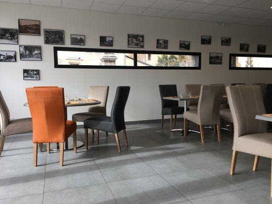 Lanuejols, Fransa: Salle du restaurant