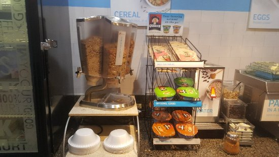 Holiday Inn Express Miami Airport Doral Area: 5 star breakfast! Great Variety and taste!