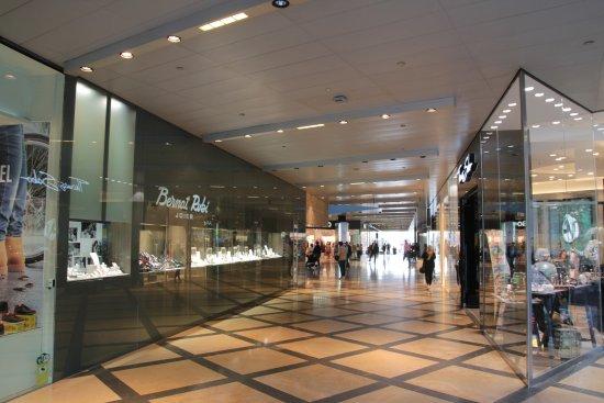 Interior centro comercial picture of l 39 illa diagonal barcelona tripadvisor - Centro comercial lilla ...