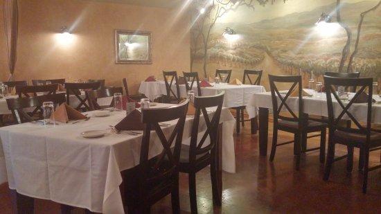 Subterra - A Wine Cellar Restaurant: Quiet dining room before the rush.