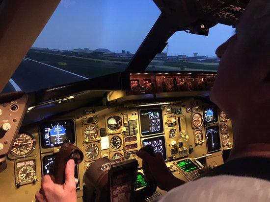 Géant !!!!! - Picture of Full Flight Simulator Paris, Roissy