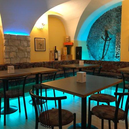 Pietramurata, Ιταλία: New Entry Pub