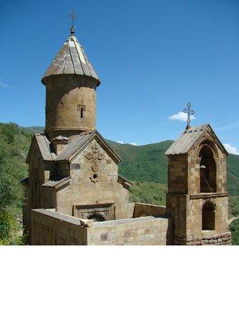 Aghnjadzor, أرمينيا: Монастырь Спитаковор, у стен этого монастыря захоронены останки Гарегина Нжде 