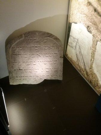 Iscrizione su marmo