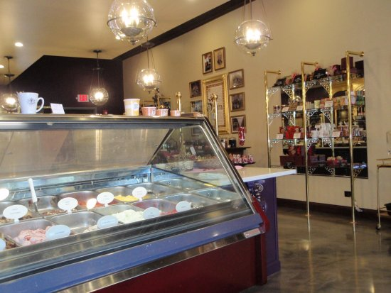 Glen Ellyn, IL: In-house gelato, and many candies.