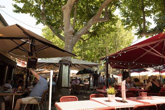 Le Trouvere: Mesas na praça!