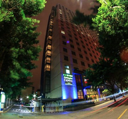 Holiday Inn Express Shenzhen Luohu: Photo from outside, left of entrance, and at exit gate for parking.