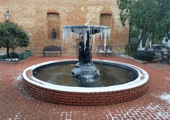 The Excelsior House: Fountain in the courtyard at 9 degrees