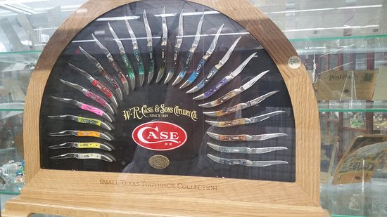 Tallahassee Antique Car Museum: One piece, of the largest collection of case knives