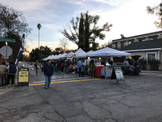 Pasadena, CA: More fruit and produce vendors
