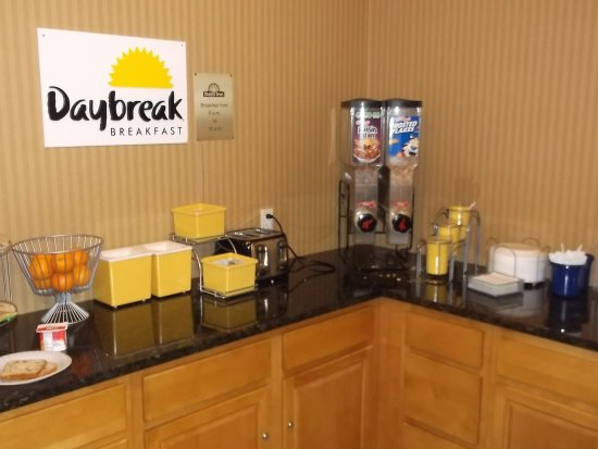 Days Inn Bowling Green: Daybreak breafast