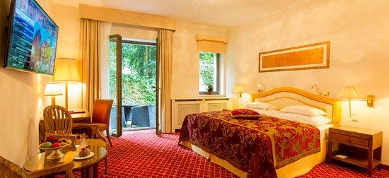 Hotel Schloss Monchstein: Guest room