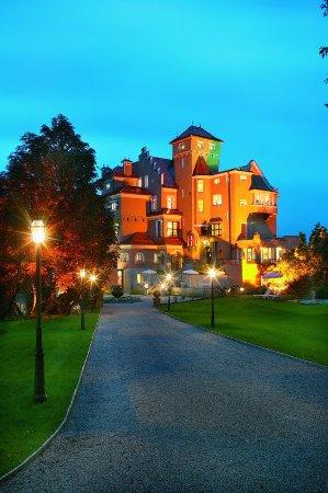 Hotel Schloss Monchstein: Exterior
