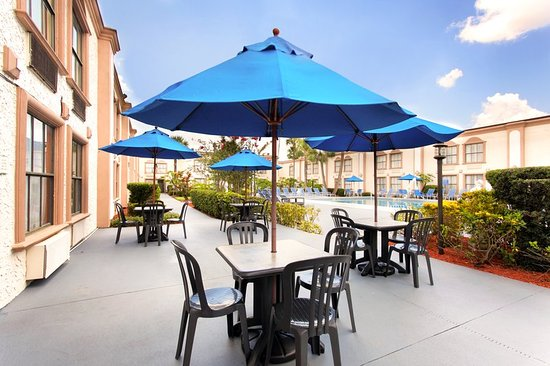La Quinta Inn Orlando International Drive North: Exterior