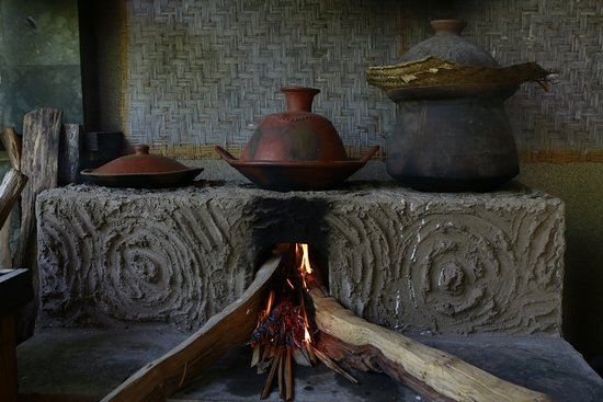 Taruna Homestay: traditional kitchen