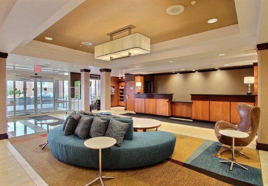 Oak Creek, WI: Lobby