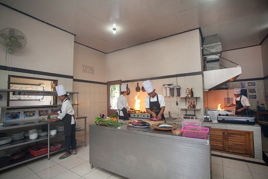 Taruna Homestay: Main kitchen