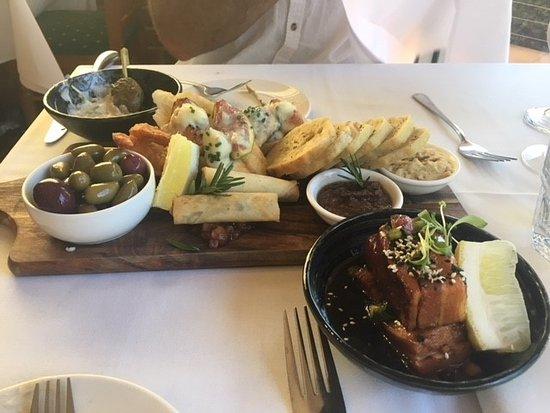 Seville, Australien: Our food. The platter was big.