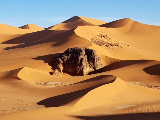 Algerian Sahara: Beautiful sand dunes in the Tadrart