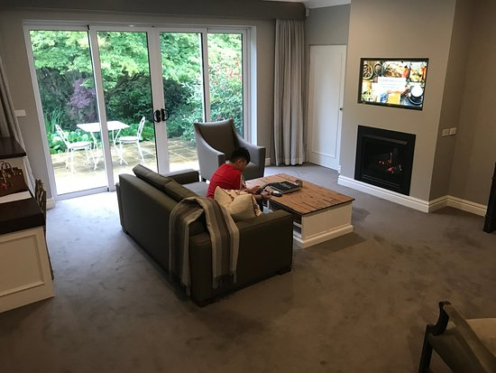Blackheath, Australia: See how big is the living room