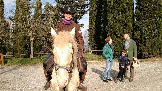 Montespertoli, Italy: passeggiata di domenica