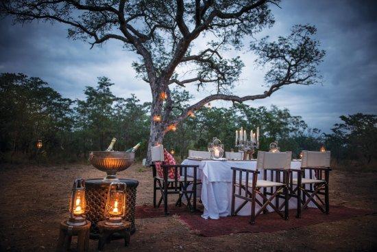Dulini Lodge: Bush dining