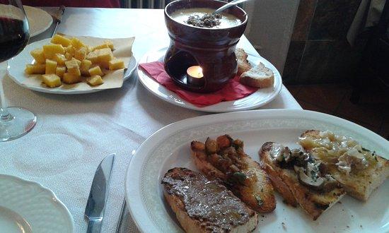 Monghidoro, Italien: Fonduta con tartufo nero, polentina e crostini