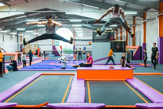 Courcouronnes, France: le plus grand trampoline park de france