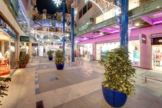 4b129429de1d7 Bay Street - Picture of Bay Street Shopping Centre